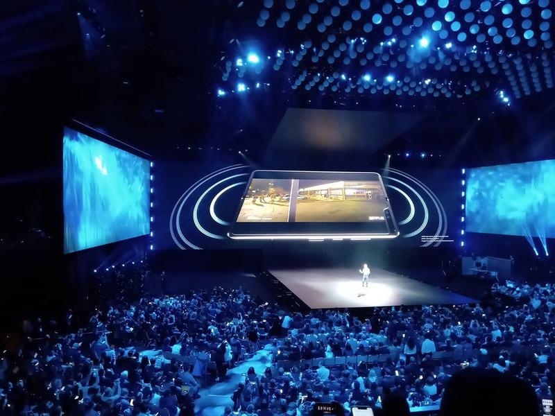 Samsung unveils Galaxy Fold!
