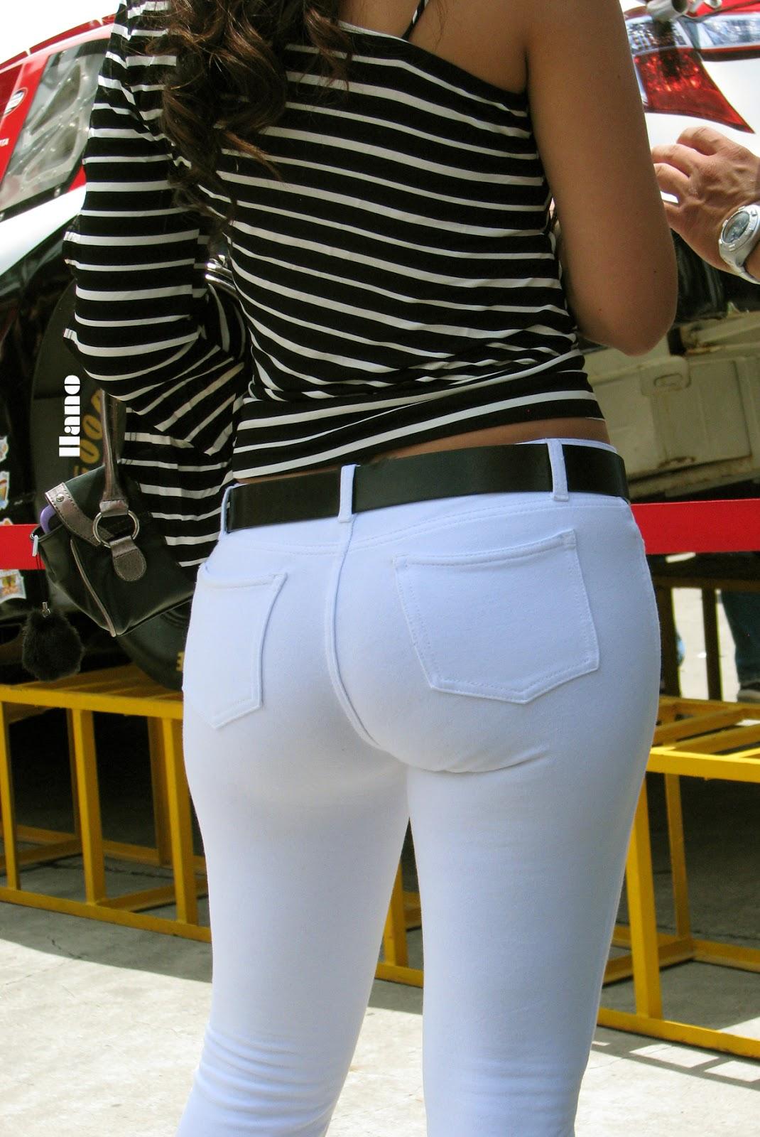 Sexy Milf Upskirt Cameltoe