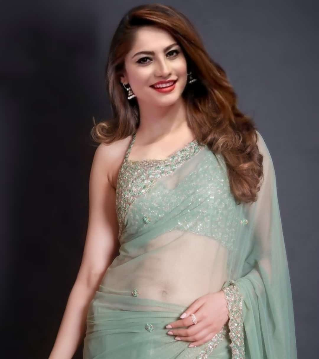 neelam muneer hot saree photos, neelam muneer hot navel pics,