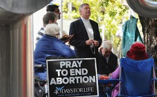 Hukuman Pada Anti Aborsi Tidak mematuhi Hak Asasi