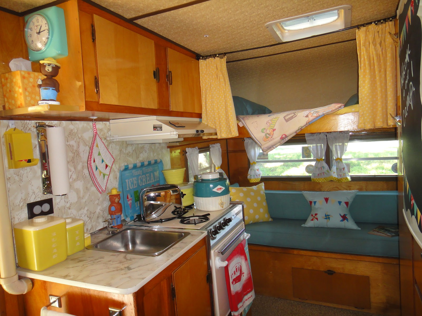 Crazy Vintage Camper Bug The Frolic S Interior And Its