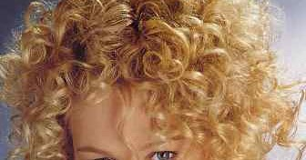 How To Prevent Naturally Curly Hair From Frizzing