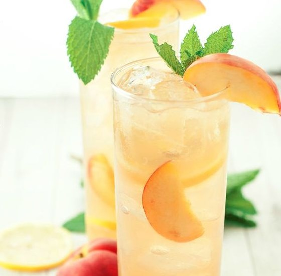 SOUTHERN SPIKED PEACH ICED TEA #drink #recipe