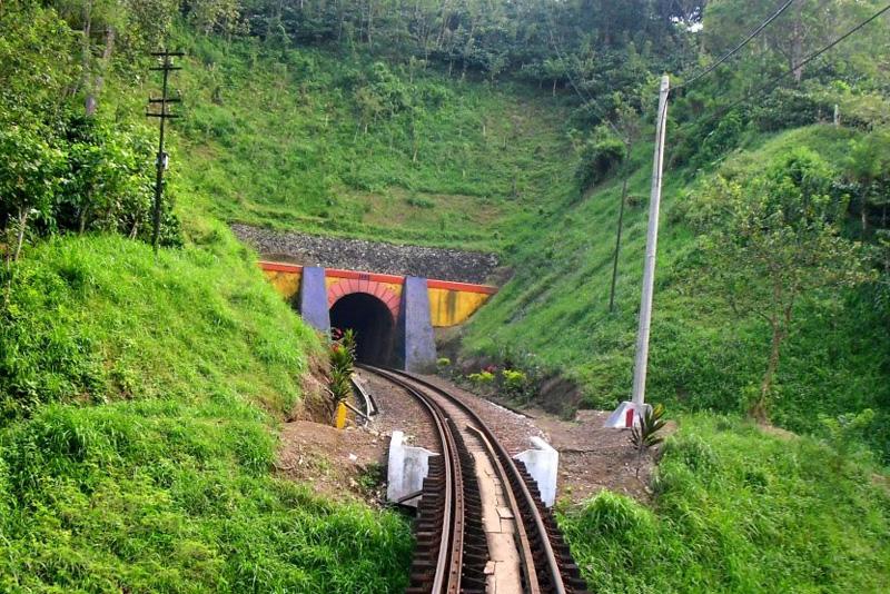 Terowongan Kereta Api Merawan
