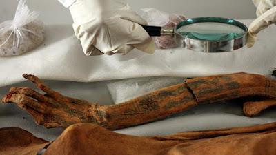 arqueoogìa, ciencia, descubrimientos, momia con tatuajes,