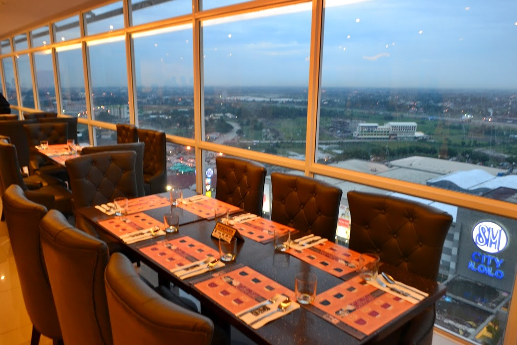 private singapore flyer sky dining capsule - 1050×700