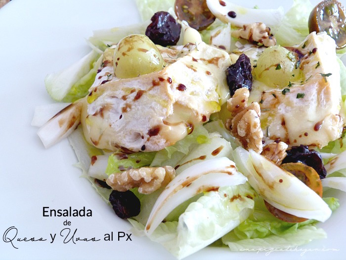 Ensalada con uvas pasas, queso, nueces, tomates, cebolla, Pedro Ximénez
