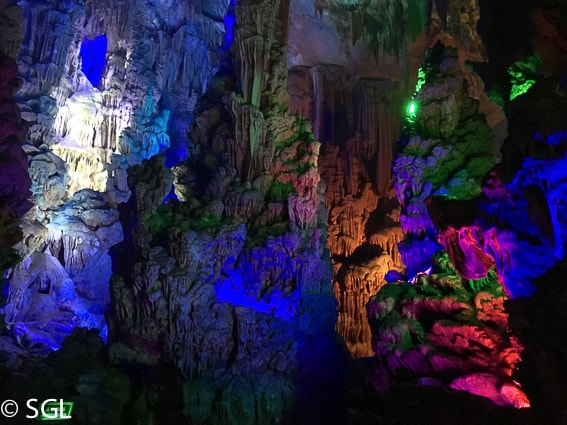Interior de la cueva de la flauta de caña. De Guilin a Hangzhou