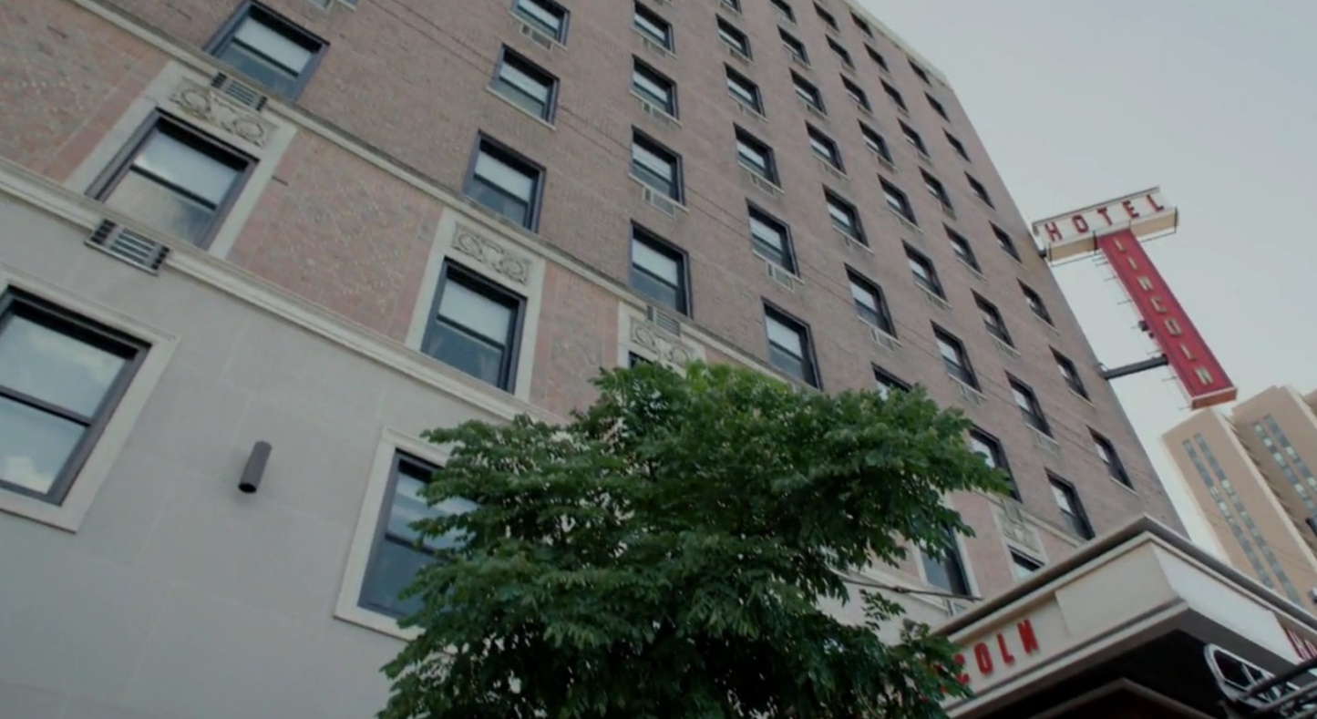 flung feature image city hotel s review vintage chicago a in the reboot of lincoln windy