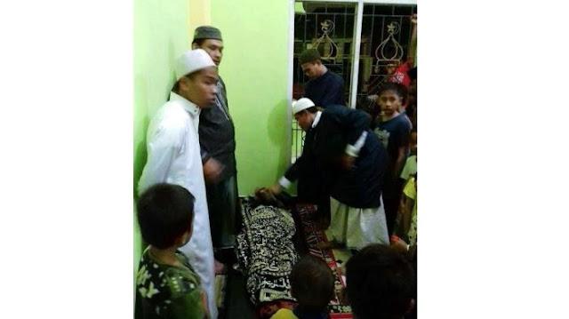 Innalillahi, Lelaki Ini Meninggal Dunia Saat Shalat Magrib di Masjid, Doa Netizen Terus Mengalir