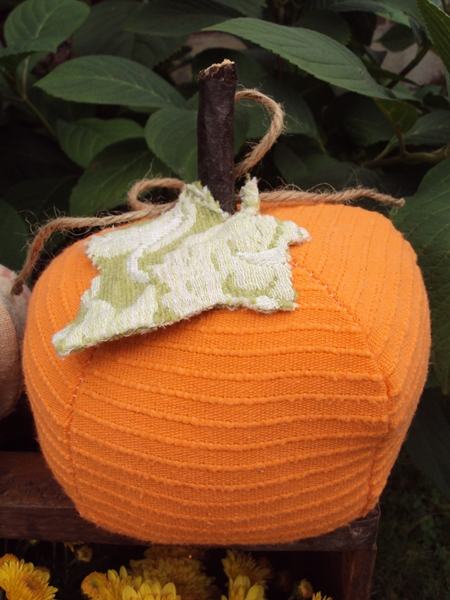 KayteeJanes House: Fabric Pumpkins