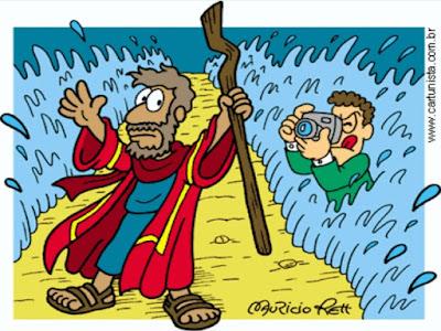 Charge - Moisés atravessando o mar