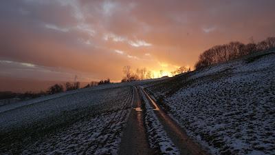 Weg in den Sonnenuntergang