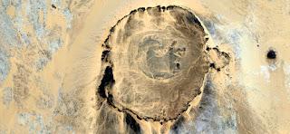 cráter en el desierto, paisajes abstractos de desiertos, Abstracto Naturalismo, abstractos fotografía desiertos de África desde el aire, el surrealismo abstracto, formas de fantasía de piedra, expresionismo abstracto,