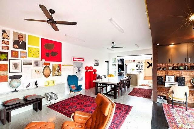 Casa moderna de fachadas negras arquitexs for Casa moderna vintage