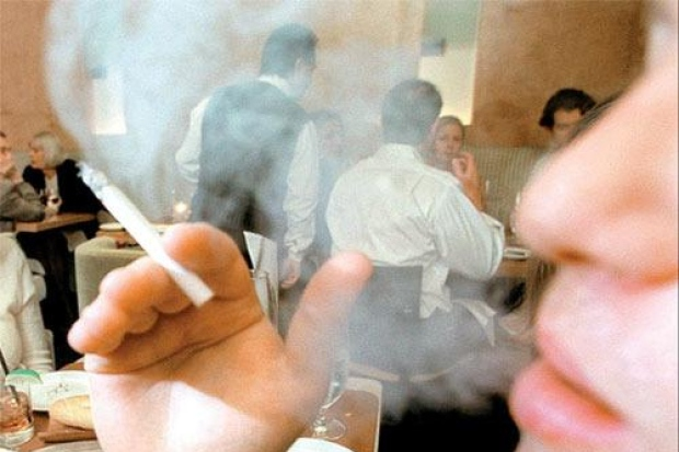 Locais reservado para fumantes (Imagem: Reprodução/Jornal O Tempo)