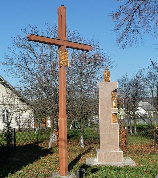 Болехов, Украина. Памятник жертвам Голодоморов и репрессий