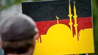 Merkel pripažino Vokietijoje esant nekontroliuojamas islamo zonas