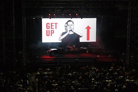 BRYAN ADAMS GET UP WORLD TOUR LIVE IN MALAYSIA BUKTI 'OTAI' MASIH BERBISA UNTUK MEMUKAU PENONTON