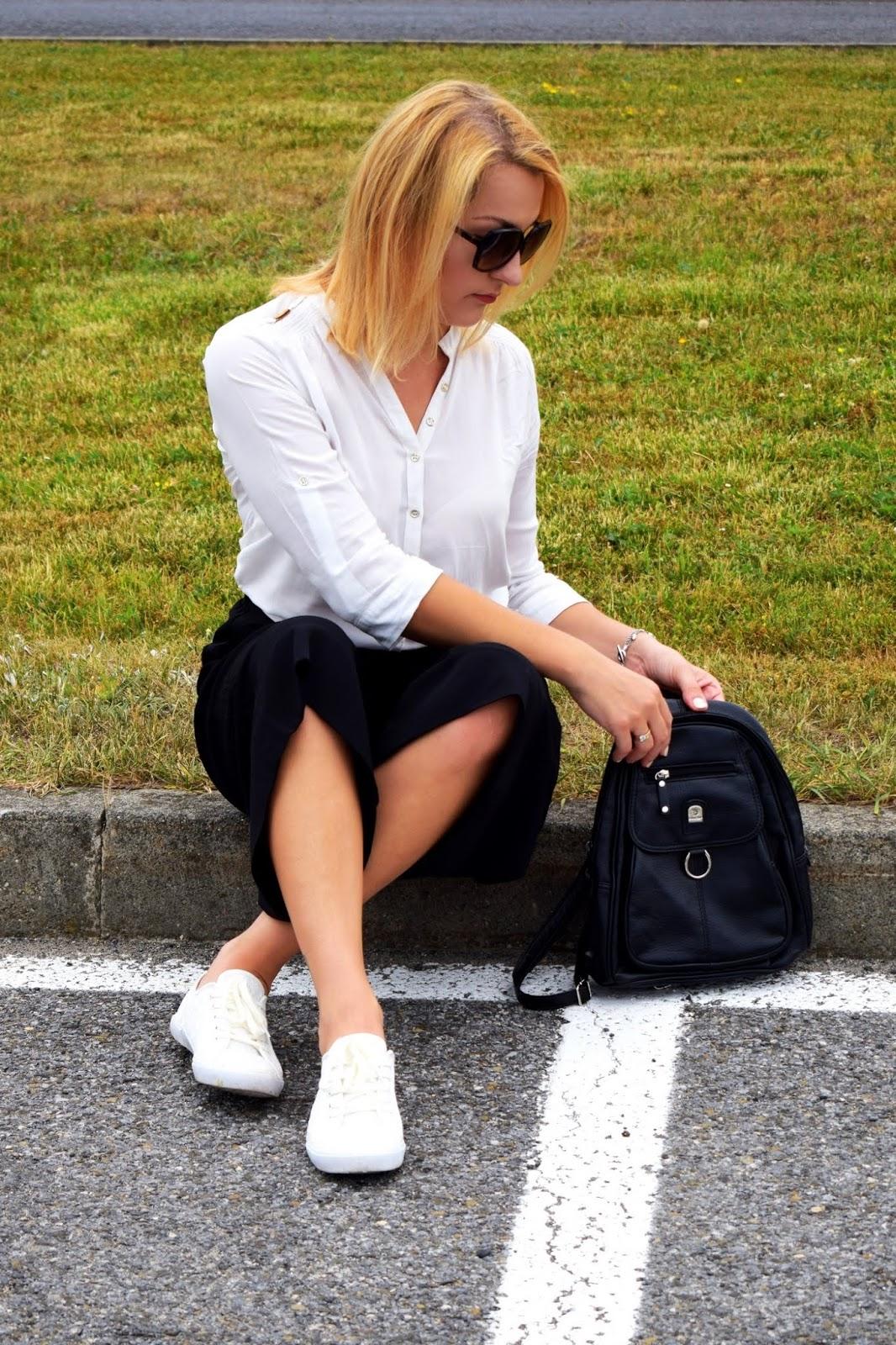 Biała koszula i czarne kuloty