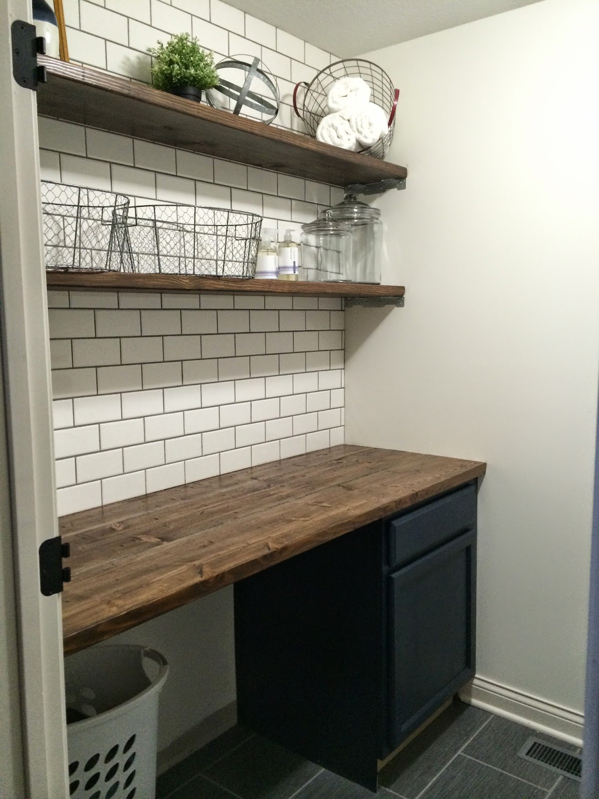 Modern farmhouse laundry room ideas (2) | Rustic bathroom ...