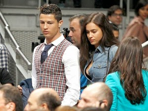 Stylish, Cristiano Ronaldo goes with his girlfriend to play basketball