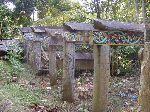 makam-khas-suku-dayak