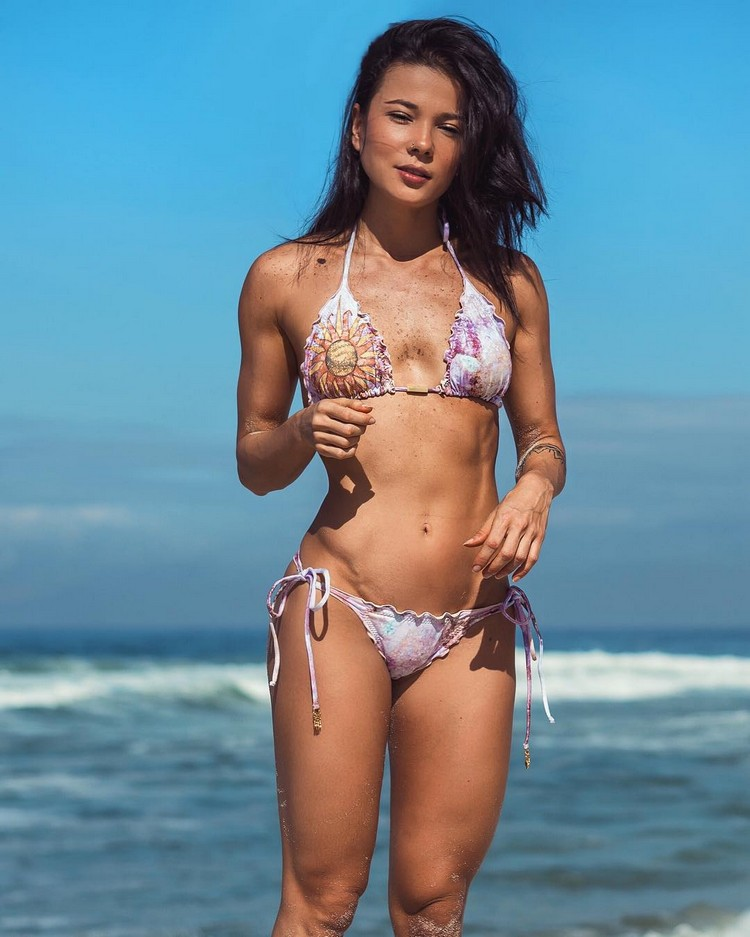 bikini fitness model Tabata Chang 4
