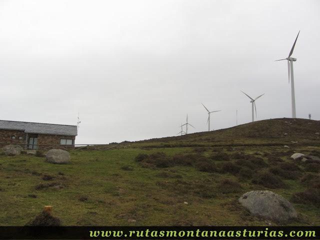 Caseta del parque eólico de Penouta