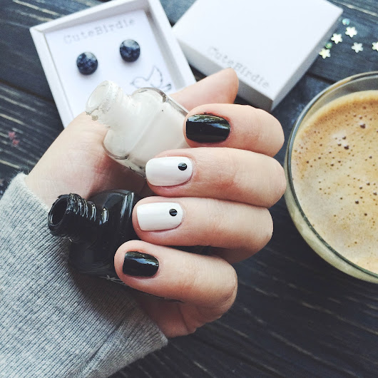 {Beauty} monochrome nails