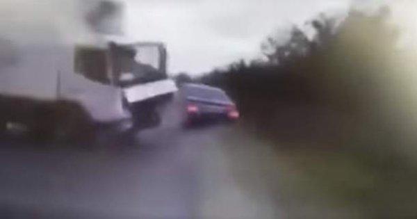 Βίντεο-σοκ: Φορτηγό συντρίβει την λιμουζίνα του προέδρου της Μολδαβίας
