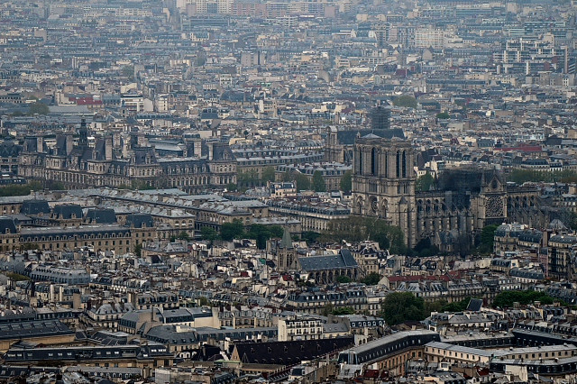 Entre complots y teorías conspirativas, internautas explican qué pudo producir el incendio en Notre Dame