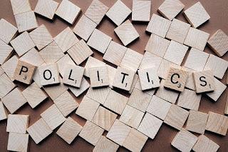 Dari sejarah kemunculan dan perkembangan ilmu politik dapat dilihat dari dua sudut pandang. Jika dilihat dari kejelasan ruang lingkup ilmu politik dan dasar-dasar yang dimiliki dapat dikatakan bahwa ilmu politik masih memiliki usia muda karena baru lahir pada akhir abad ke-19. Namun jika ditinjau dalam rangka yang lebih luas, ilmu politik sudah muncul sejak sekitar tahun 500 SM. Seperti terbukti dalam karya filsuf-filsuf Yunani kuno.      Di indonesia kita dapat menjumpai beberapa karya tulis yang membahas masalah sejarah dan kenegaraan. Misalnya, kitab negarakertagama yang ditulis pada masa Majapahit sekitar abad ke-13 M dan babad tanah jawi pada abad ke-15 M. Sangat disayangkan bahwa perkembangan ilmu politik di Asia mengalami kemunduran mulai akhir abad ke-19 dikarenakan begitu besarnya pengaruh negara-negara barat.