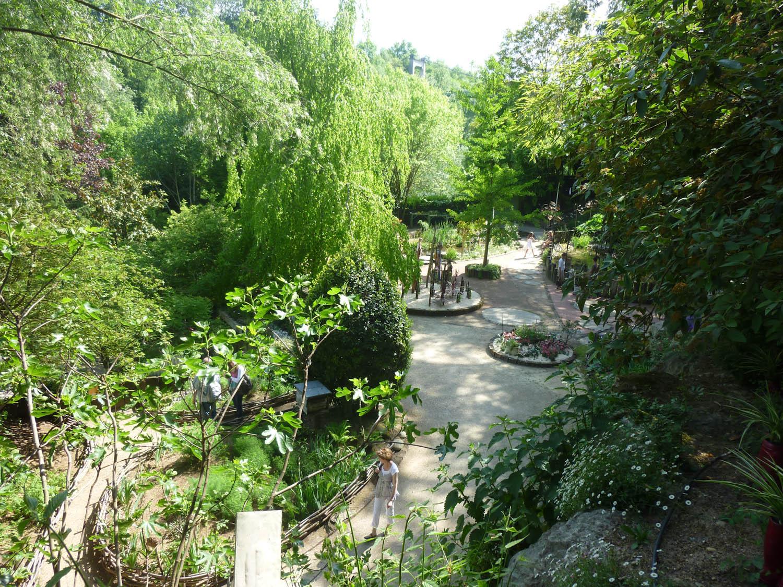 Momes en isere le jardin des fontaines p trifiantes la s ne - Le jardin des fontaines petrifiantes ...