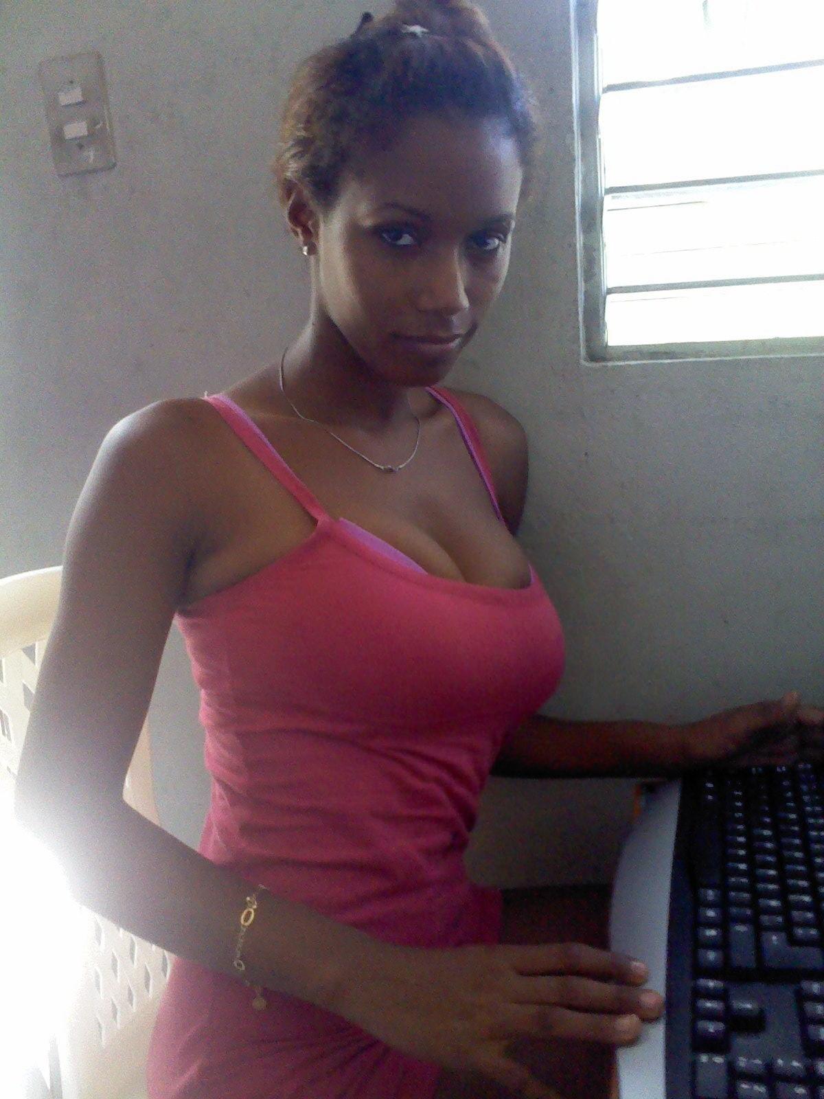 Dominicana Nude 53