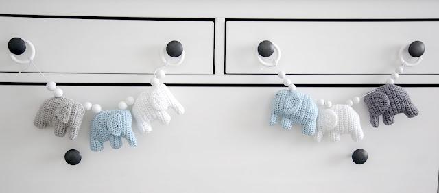 sininen harmaa valkoinen vaunulelu norsu vauvalle
