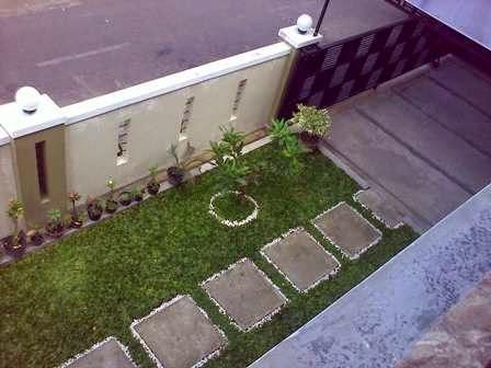 taman kecil depan rumah