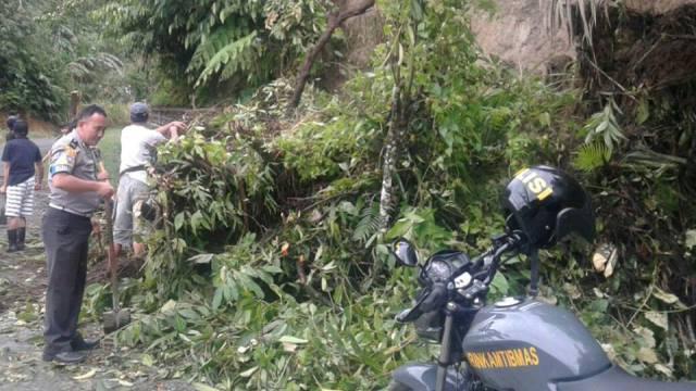 Akibat Hujan Deras, Longsor Melanda Desa Kayuuran-Langowan