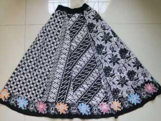 Model rok batik pendek kombinasi