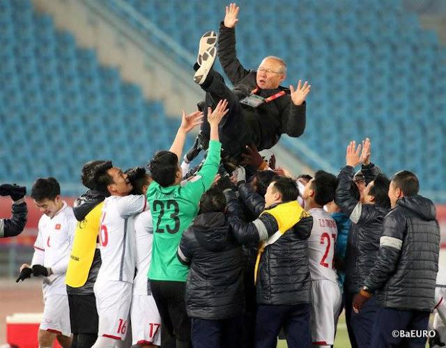 """U23 Việt Nam: """"Bội phục"""" HLV Park Hang Seo, người đi viết lịch sử"""
