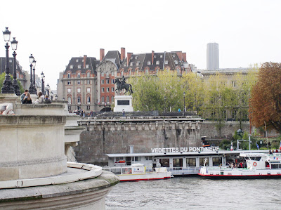 from paris with love pont neuf and the square du vert galant. Black Bedroom Furniture Sets. Home Design Ideas
