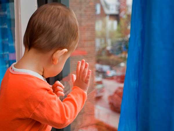Как предотвратить падение ребёнка из окна