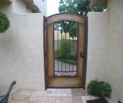 Fotos y dise os de puertas maderas puertas for Puertas de madera con herreria