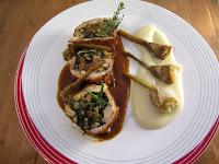 Pierna de pollo de Pagés rellena con salsa de tupinambo y alcachofas