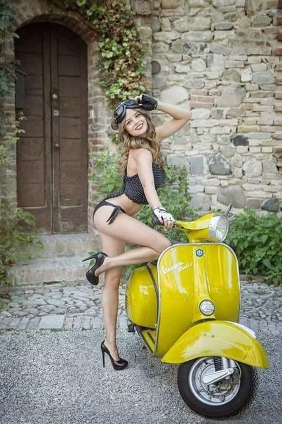 Mulher em Scooter, gostosa na Vespa ou Lambreta, babes on old bike,Mulher semi nua em moto, woman motorcycle, babes on bike, woman on bike, sexy on bike, sexy on motorcycle, ragazza in moto, donna calda in moto, femme chaude sur la moto, mujer caliente en motocicleta, chica en moto, heiße Frau auf dem Motorrad