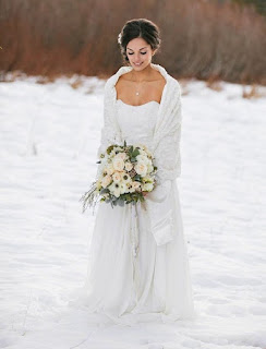 gorgeous-fur-collar-white-winter-wedding-dress