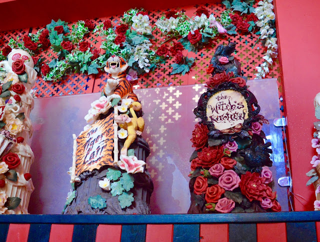 Choccywoocydoodah specialist cakes