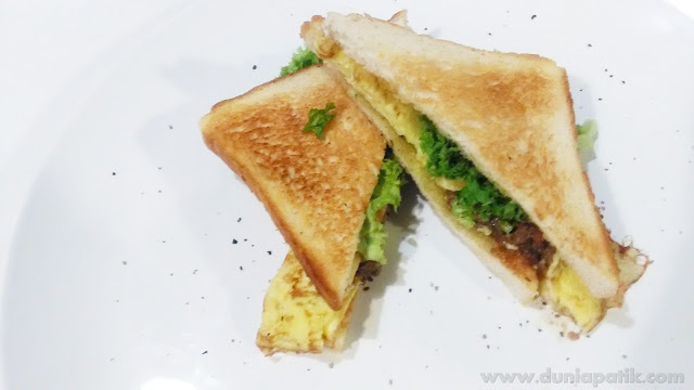 Humble Chef Sandwich (Omelet with Beef Mushroom Sandwich) - RM3.00