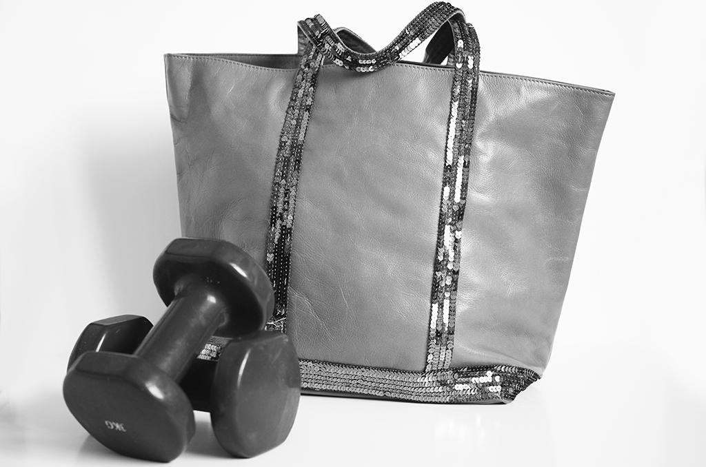 Elizabeth l In my gym bag l fitness clothes nut bars coconut water eau de coco barres Dynamo salle de sport Soul Cycle l THEDEETSONE l http://thedeetsone.blogspot.fr