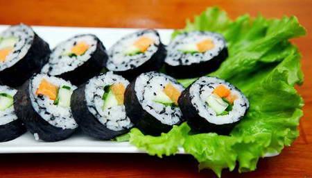Cơm cuộn sushi chay